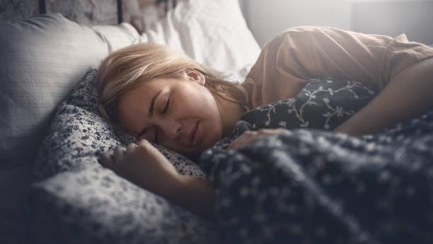 soñar con dormir con un muerto
