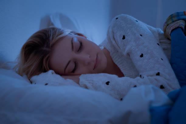 soñar con dormir en casa ajena
