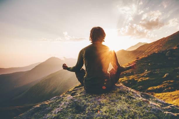 soñar con montañas verdes