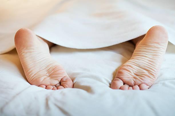 soñar con pies sucios
