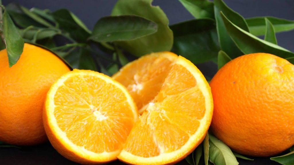 soñar con naranjas en el arbol