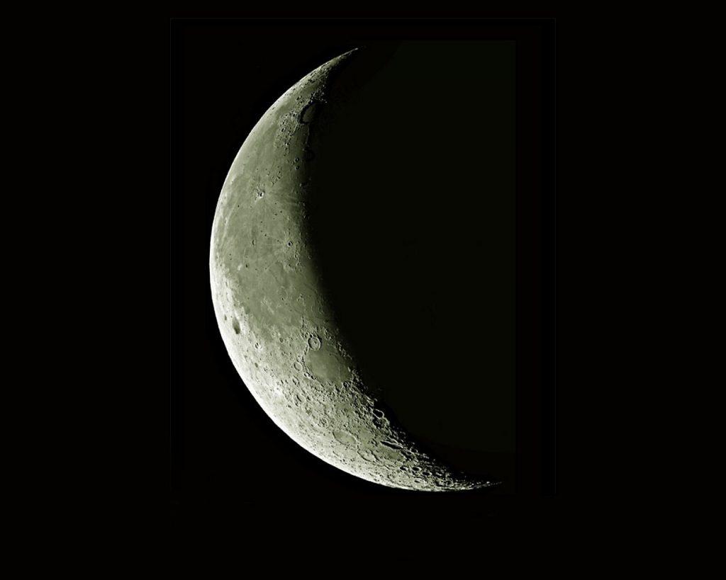 soñar con la luna destruida