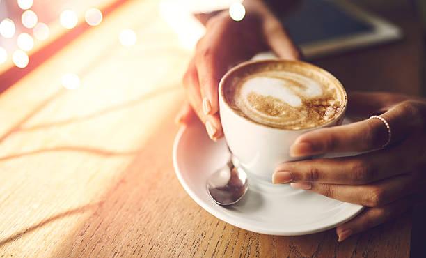 soñar con cafe derramado