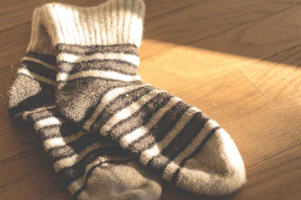 soñar con calcetines mojados