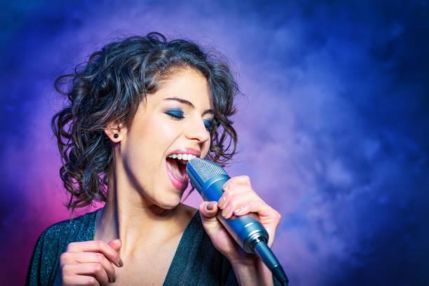 soñar con cantar en una iglesia