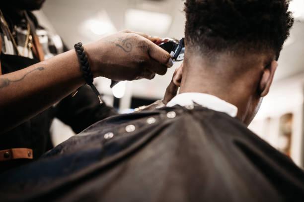 soñar con cortarse el cabello muy corto