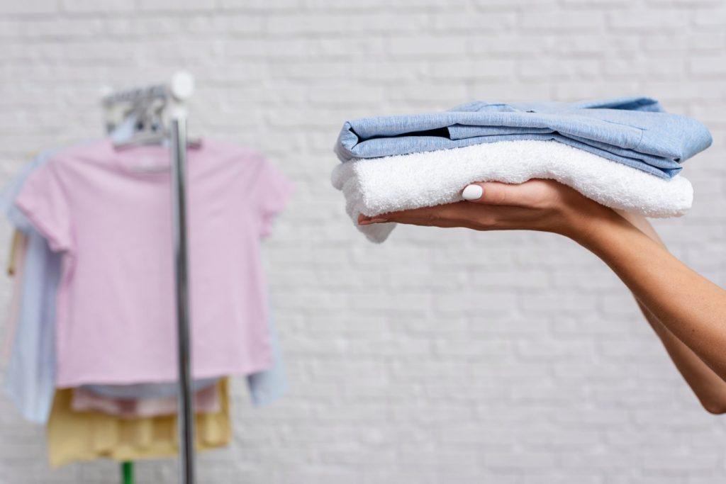 soñar con lavar ropa blanca