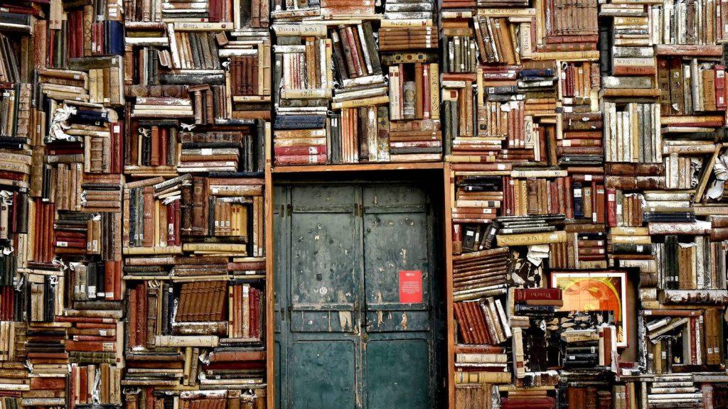 soñar con libros mojados