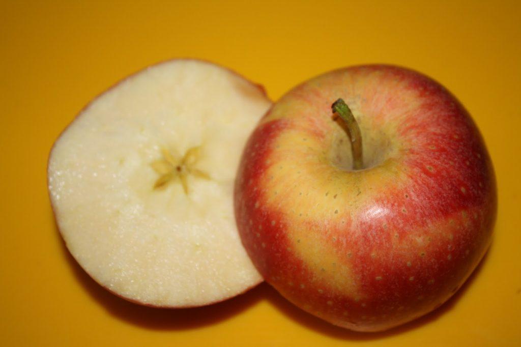 soñar con manzanas con gusanos