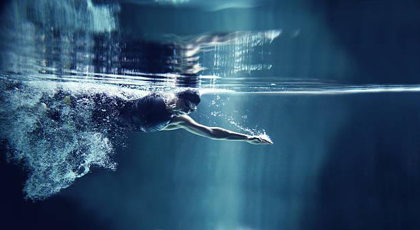 soñar con nadar en aguas claras
