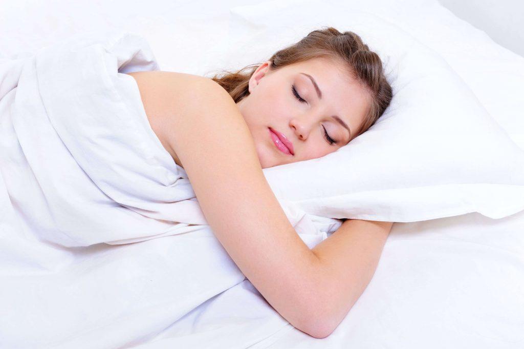 soñar con orugas que pican
