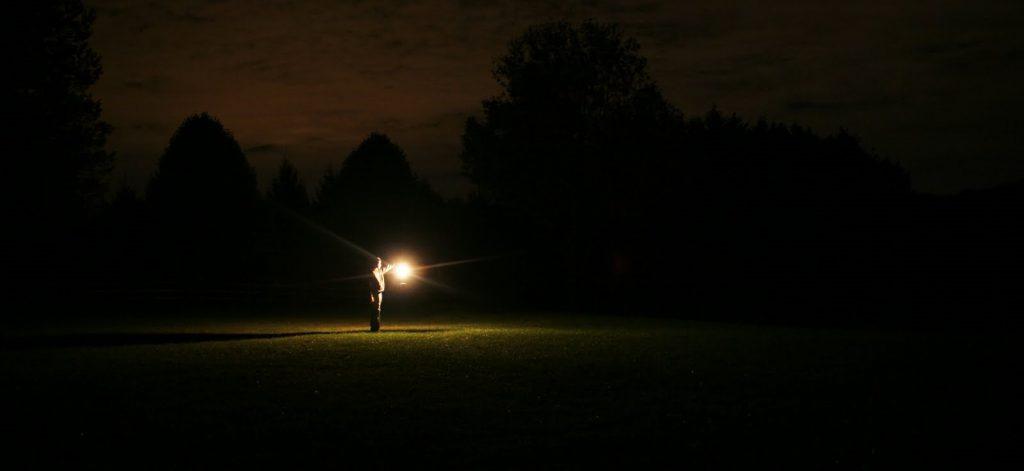 soñar con oscuridad en el trabajo