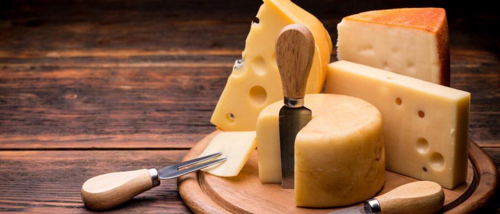 soñar con queso con hongos