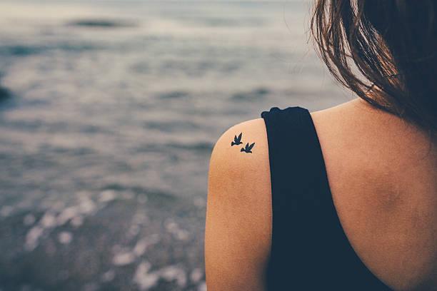 soñar con tatuajes de flores