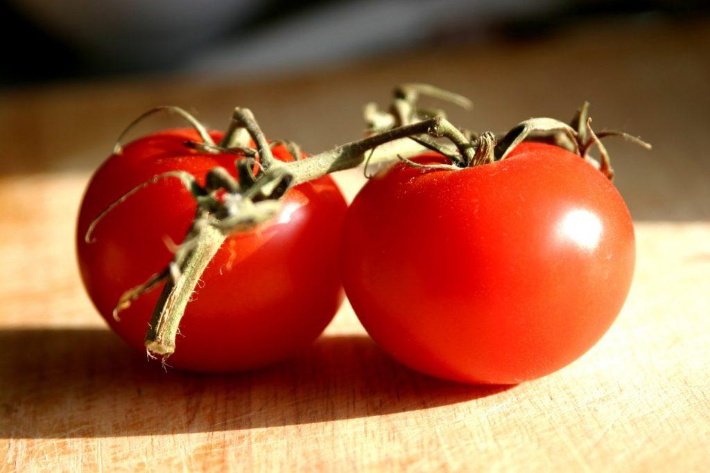 soñar con abundantes tomates