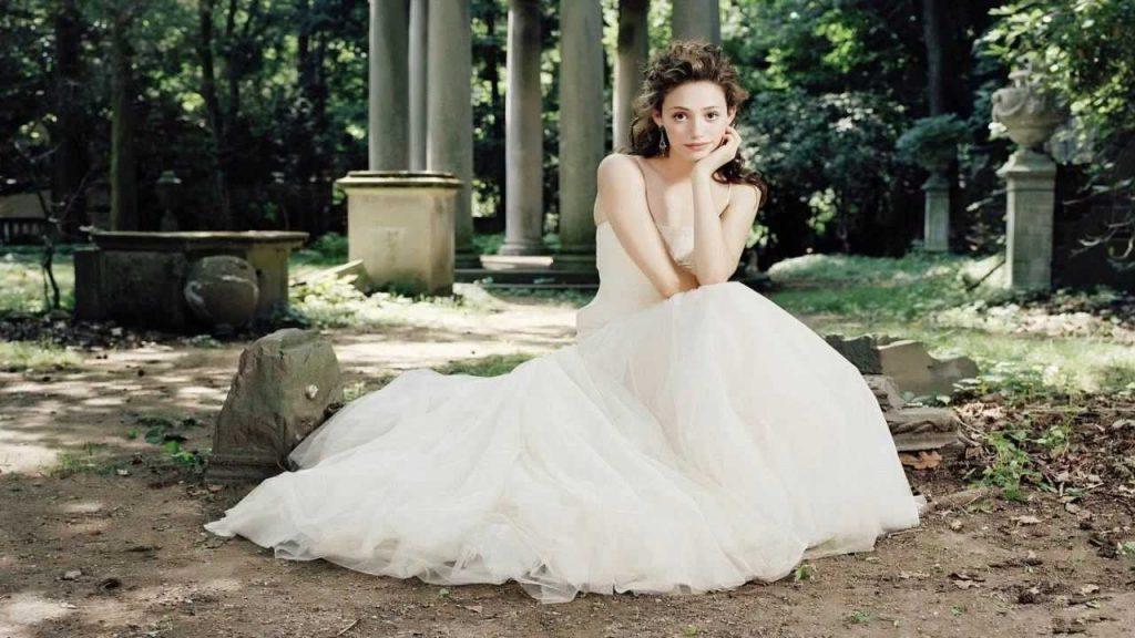 soñar con vestido blanco y amarillo