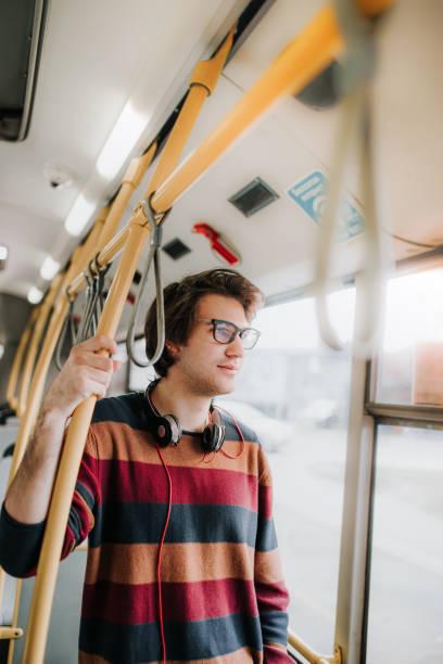soñar con autobus rojo