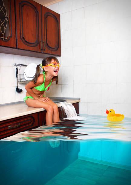 soñar con inundación de agua cristalina