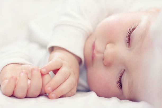 soñar con bebe en brazos