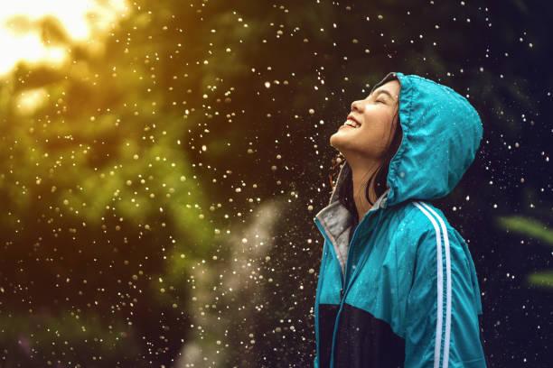 soñar con lluvia fuerte
